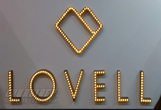 logo kim loại gắn led nổi trong lòng